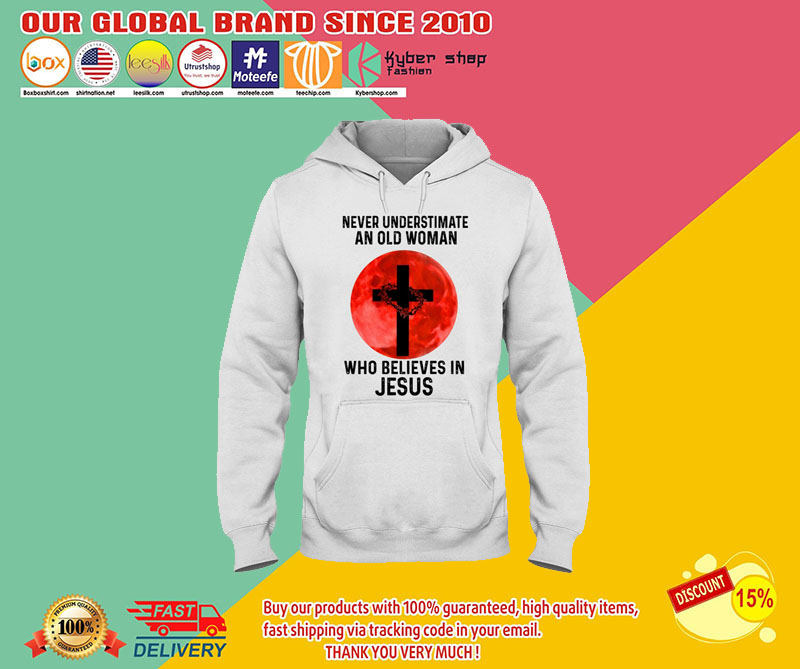 Never underestimate an old woman who believes in jesus shirt 8
