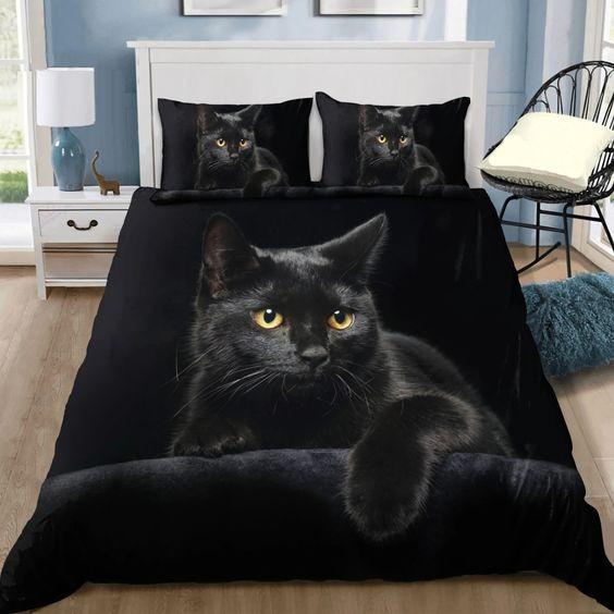 Black cat on the night bedding set
